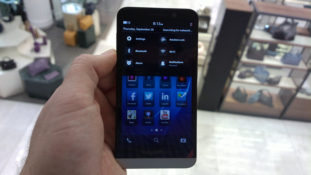 Omio-BlackBerry-Z30-hands-on-pictures-13