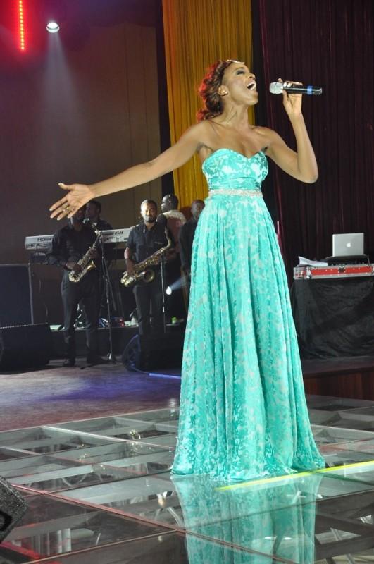 Seyi-Shay-performing