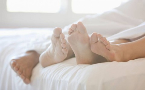 Couple-Feet-In-Bed-The-Trent-795x530