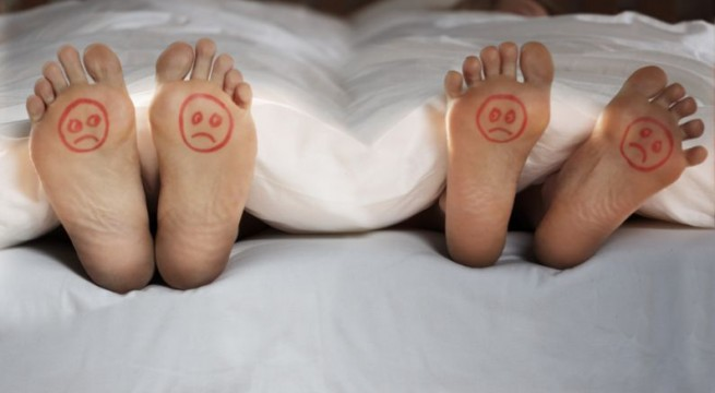 Feet-Couple-Bed-The-Trent-Unhappy-795x509