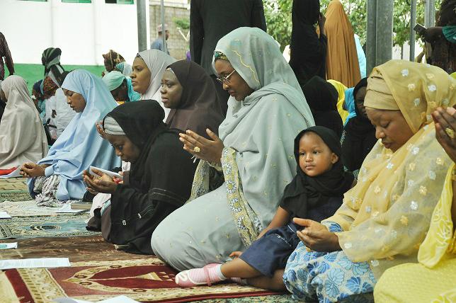 PIC.11. WIFE OF THE PRESIDENT, MRS AISHA BUHARI, PERFORMING EID-EL-KABIR PRAYER AT THE ANSARUDDEN EID GROUND IN MAITAMA IN ABUJA ON MONDAY (12/9/2016). 682512/9/16/AMU/JAU/NAN