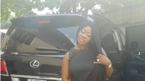 mercy-johnson-shows-off-her-customized-car