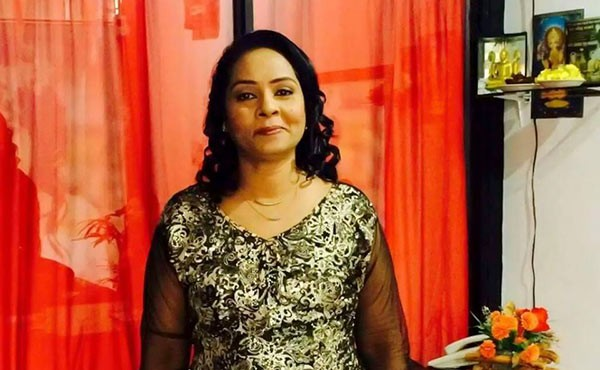 Famous Sri Lankan singer Priyani Jayasinghe stabbed to death with scissor in her home, as police declare her husband wanted