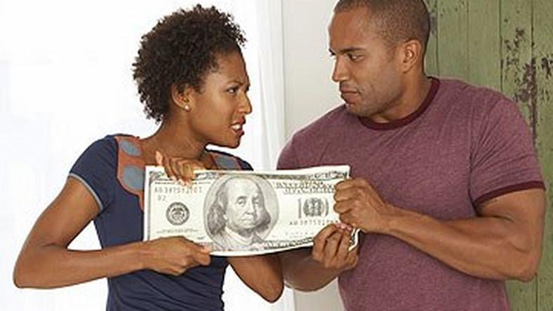 10 ways to spot a stingy guy