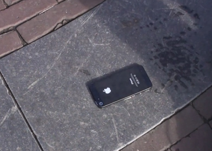 I found an iPhone on the ground and what I found in its photo gallery terrified me.. 700x500 theinfong.com
