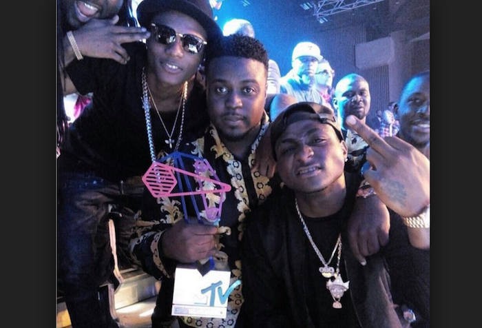davido and wizkid theinfong.com 700x476