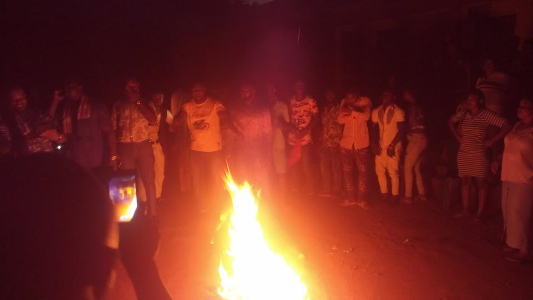 apc-members-in-edo-state-defect-to-pdp-after-burning-their-brooms-theinfong-com