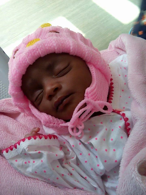 photos-nigerian-woman-adopts-a-baby-found-abandoned-by-the-roadside-in-sokoto-state-theinfong-com