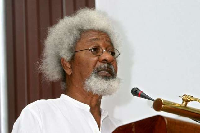 go-back-to-school-your-problem-is-ignorance-wole-soyinka-blasts-nigerians-asking-him-to-tear-his-green-card-theinfong-com