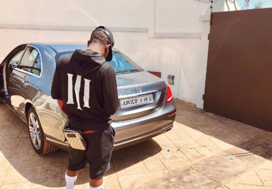 Shatta Wale mocks Sarkodie after buying Mercedez Benz