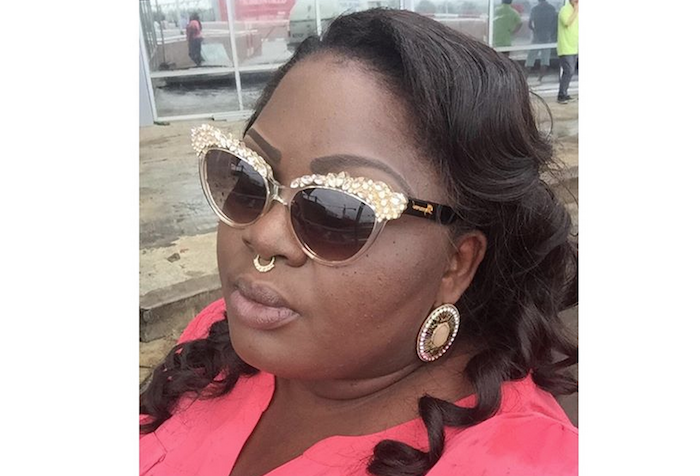 A fan ruined actress Eniola Badmus Sallah theinfong.com 700x476