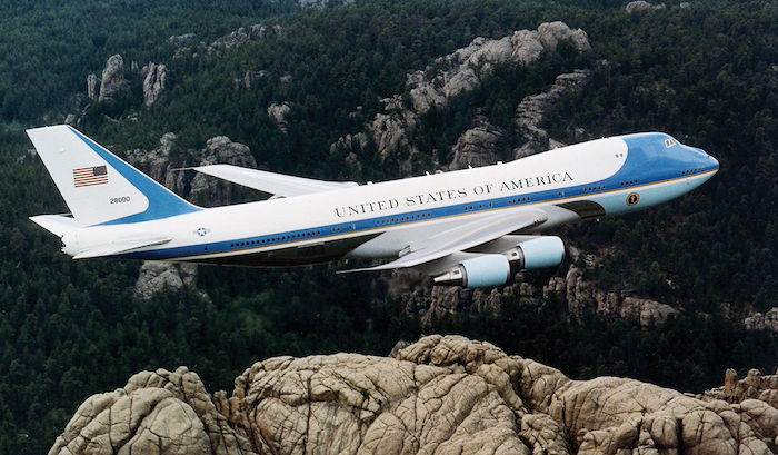 features-of-air-force-one-us-presidents-aircraft-theinfong.com-700x409