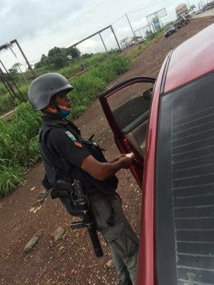 Policeman-caught-counting-N50000-he-extorted-from-ex-corp-members-lailasnews-308x410