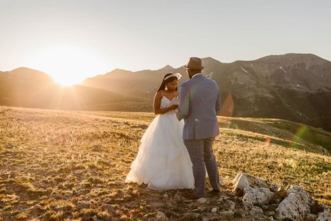 fiance get wedded ontop of a mountain