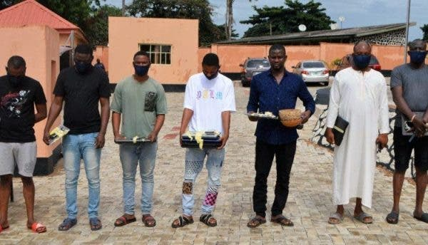 EFCC-arrests-2-sets-of-brothers-for-fraud-in-Ibadan-recovers-calabash