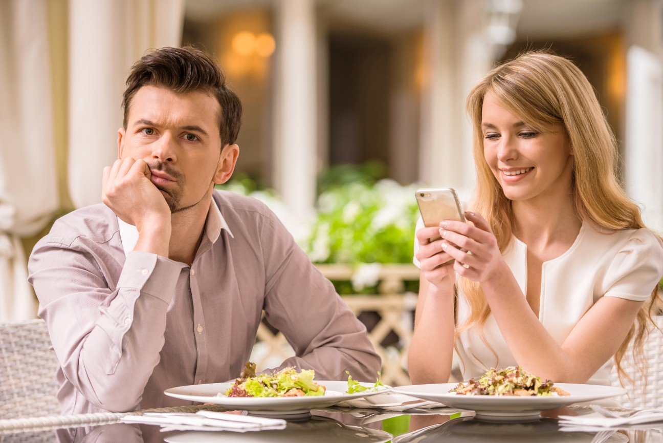 10 things a guy is thinking on a first date - gir-boy-man-woman-theinfong.com - love