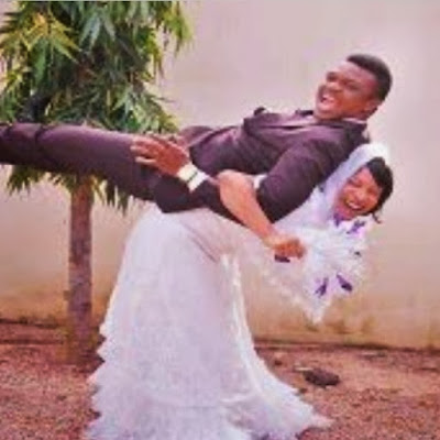Tonto Dikeh lifts and carries her husband on their wedding 2 theinfong.com