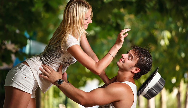 15-Types-of-Bad-Girlfriends-wholl-make-Your-Life-Hell-relationship-love-bot-girl-woman-man-theinfong.com
