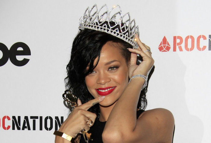 12 celebrities who pretend to be kind, but are actually terrible - rihanna -theinfong.com-700x476