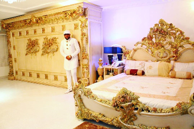 e-money-poses-with-his-mum-shows-off-his-bedroom-theinfong-com