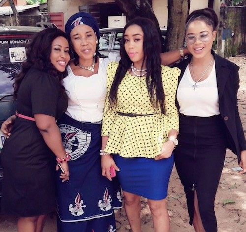 Nina Ivy, mother and sisters