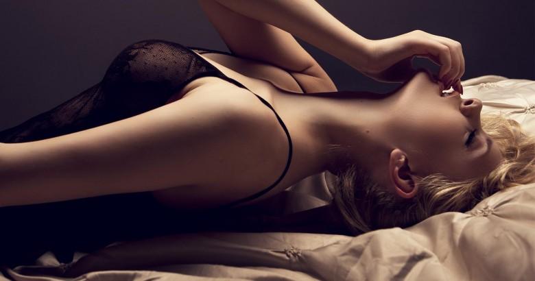 shutterstock_Woman-in-Bed3