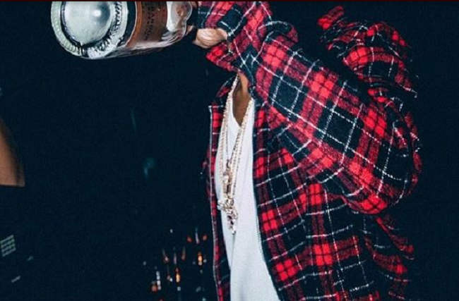 wizkid-photod-smoking-and-drinking-from-the-bottle