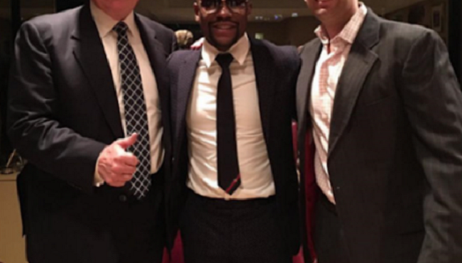 floyd-mayweather-poses-with-president-elect-donald-trump