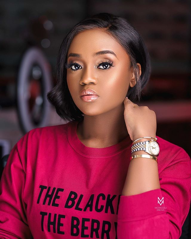 ust few hours after it was announced that Davido had welcomed a child with his 'wife-to-be', Chioma, a throwback photo of a young man with Chioma began to trend on social media. Social media reports are claiming that the young man in the said photo is Chioma's ex-boyfriend, but there's no evidence to back up such claim.