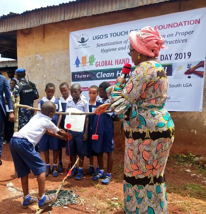 Enugu State First Lady commissions 'tippy taps' for primary school pupils (photos)