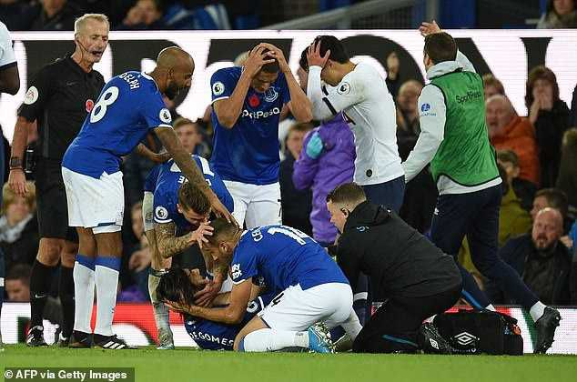 Everton player, Andre Gomes suffers horrific Injury (Photos)