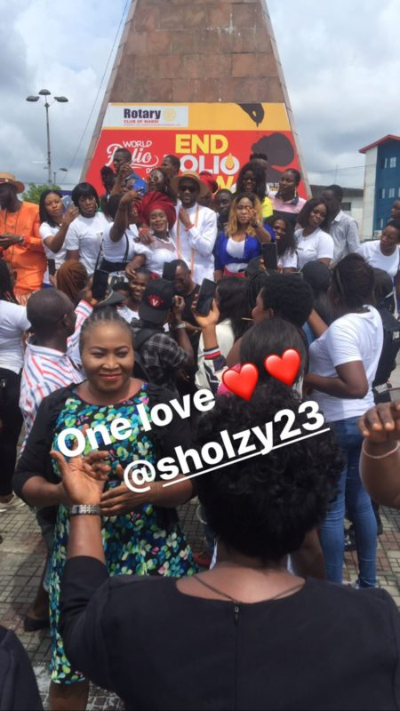 Hundreds of people hit the streets to welcome Omashola in Warri (Photo & Videos)