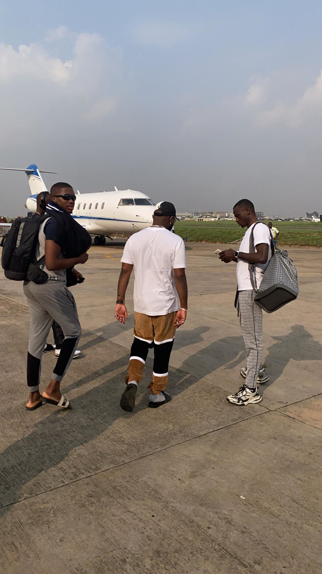 Davido repaints his 'Private Jet' as he returns to Lagos (Video)