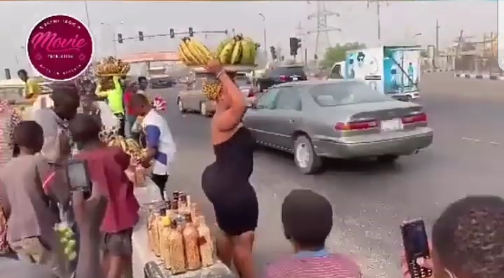Beautiful curvy lady spotted hawking plantain at Lekki-Epe Express Road