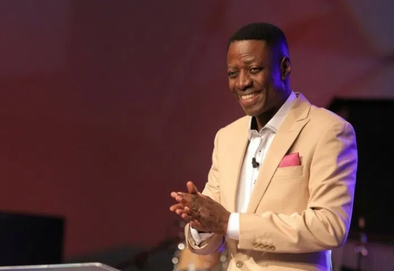 Pastor Sam Adeyemi reportedly credits Daystar church members' with N10,000 each