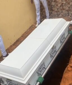 Sleep well father, I'm going to throw you a befitting burial ceremony after Covid-19 -Destiny Etiko cries at father's grave