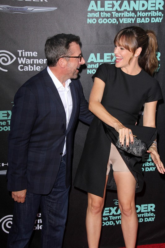 Jennifer Garner has a wardrobe malfunction at the 'Alexander and the Terrible, Horrible, No Good, Very Bad Day' Premiere