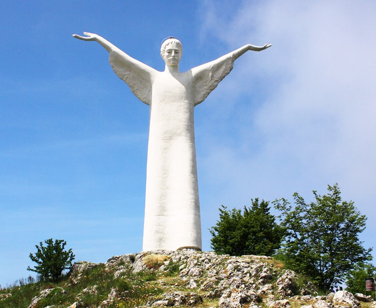 Statua-di-Cristo-Redentore-Christ-the-Redeemer-of-Maratea-Italy