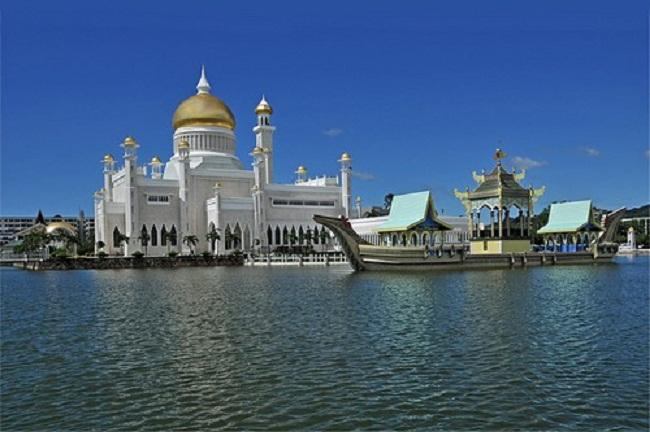 Mosque-Sultan-Omar-Ali-Saifuddin-TheinfoNG