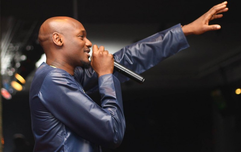 2face_IdibiaPerforming-theinfoNG