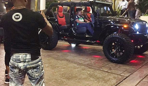Floyd-Mayweather-buys-Avorza-Jeep-Wrangler