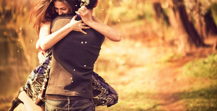 Pleasing-Couple-Love-Hug-Wallpaper-700x357
